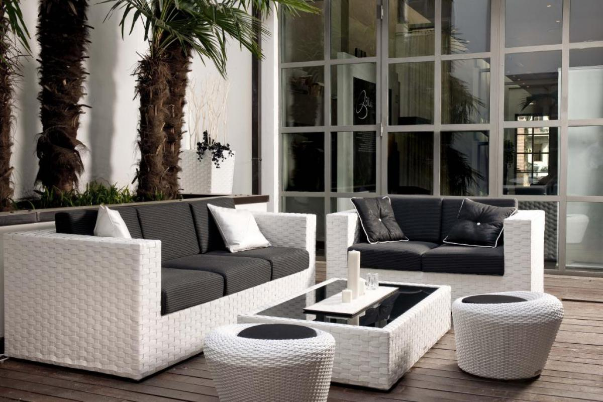 Arredo da esterno salotti tavoli sedie tessuti idrorepellenti